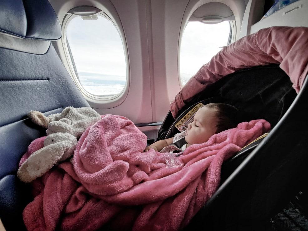 Comment prendre l'avion avec un nouveau-né?