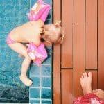 Bébé nageur: les bénéfices pour le développement moteur de bébé