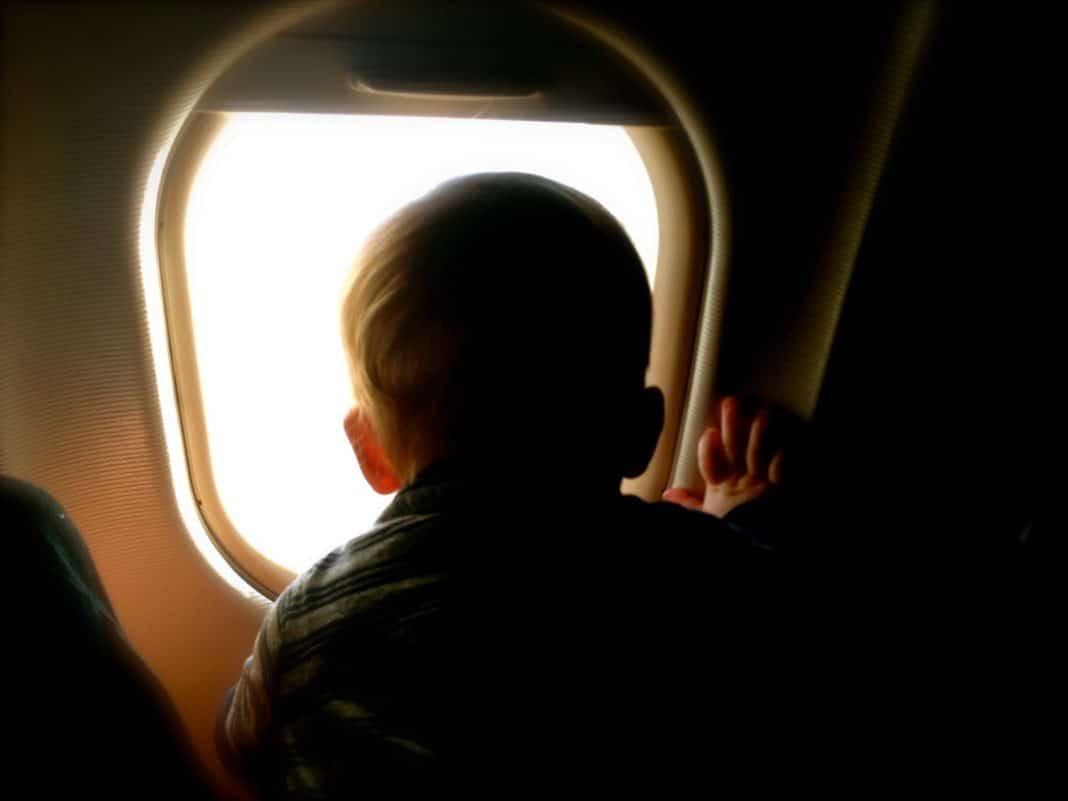 Voyager en avion avec bébé: ce qu'il faut savoir