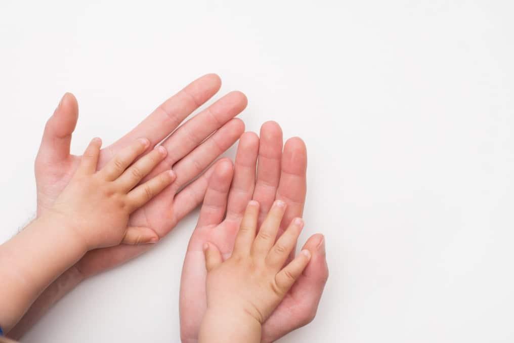 Comment apprendre le langage des signes à un bébé?