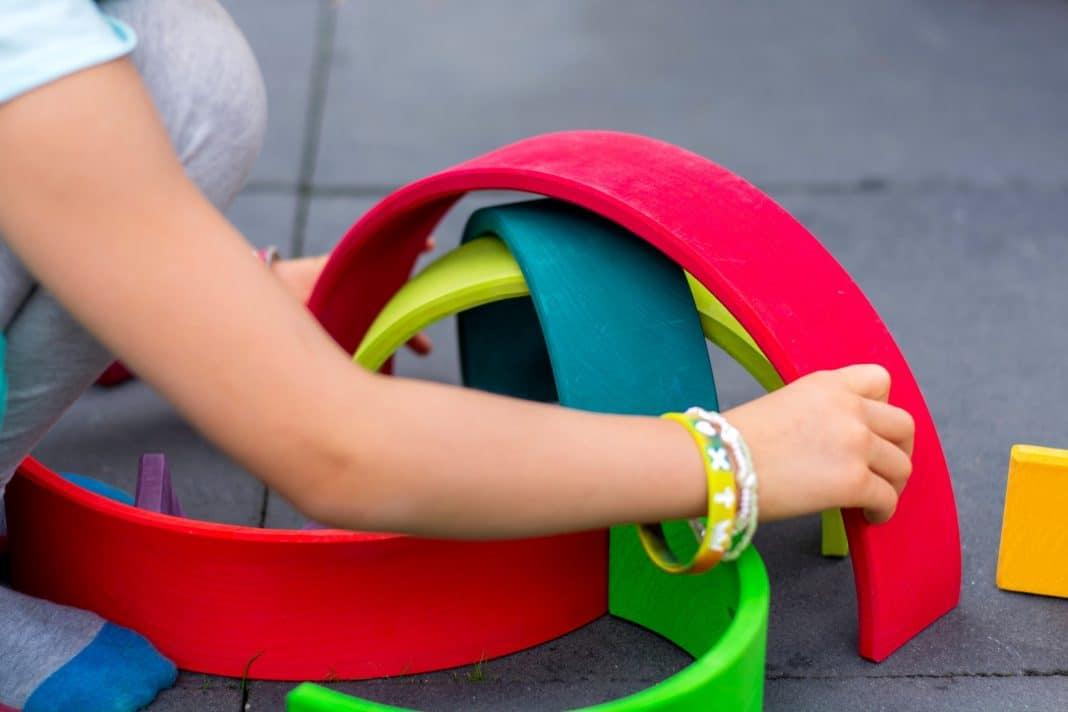 La méthode Montessori expliquée aux jeunes parents