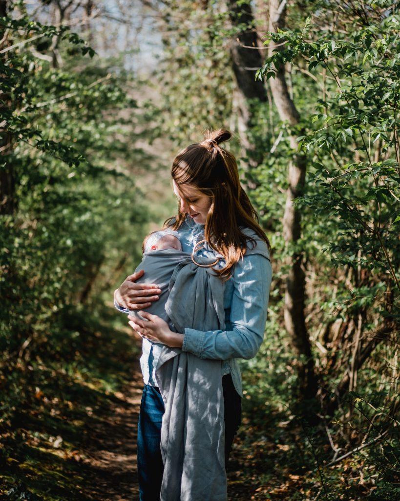 L'écharpe de portage : profiter de la chaleur de papa et maman