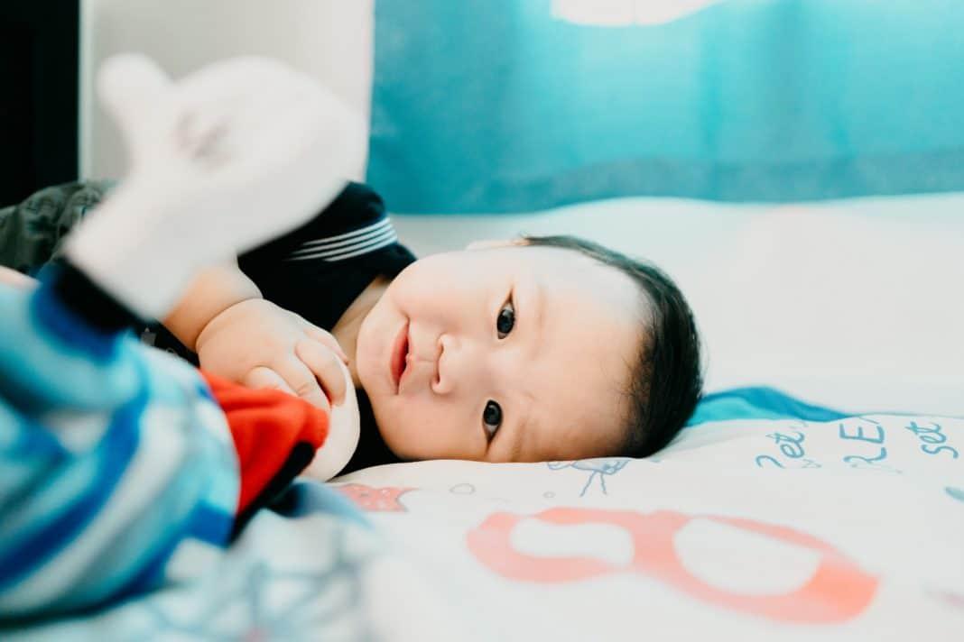 Qu'est-ce qu'un bébé hypertonique ?