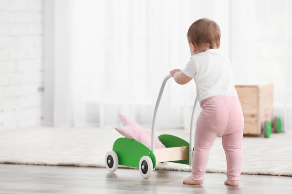 À quoi sert le chariot de marche pour l'enfant ?